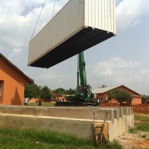 OP-Container schwebend